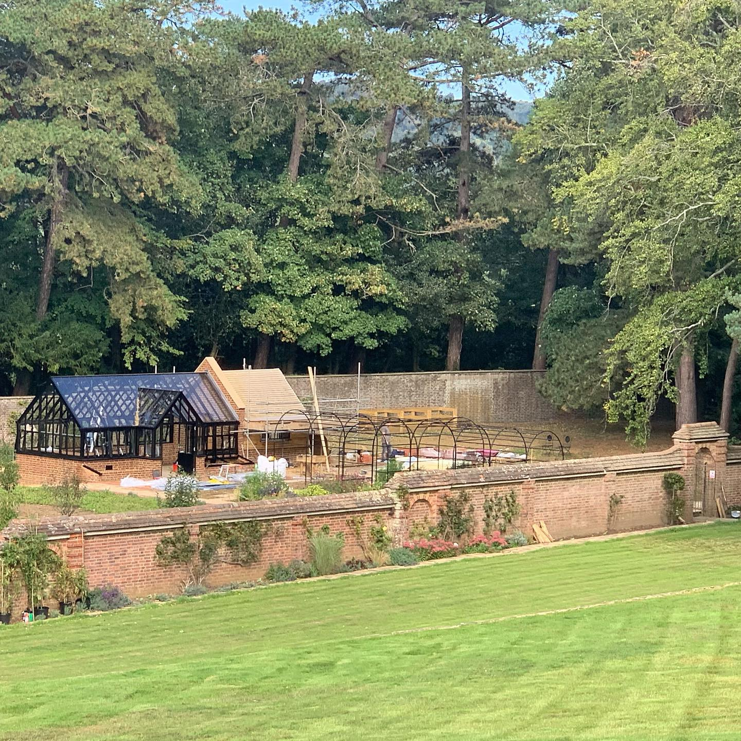 Great progress in the last week on our Surrey cut flower, veg and orchard garden project. So exciting to see this old walled garden becoming a productive vibrant space again! Great work @griffinglasshousesltd @roundwoodofmayfield @harrodhorticultural @belderboslandscapes @majestictrees1