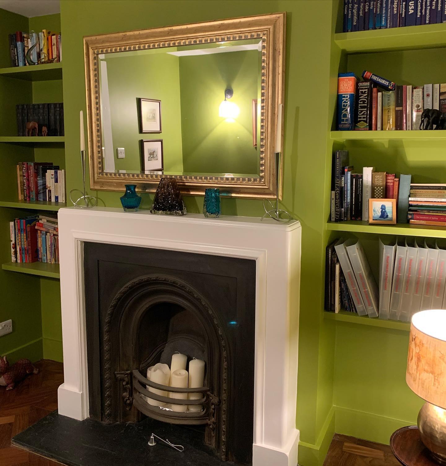 Hallway gone green! 50s citrine by @littlegreenepaintcompany wraps you up in a big warm welcome